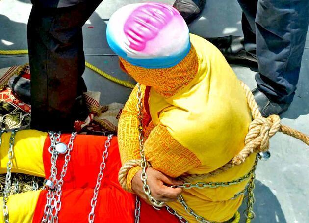Ünlü sihirbaz Chanchal Lahiri'nin gösterisinde korkunç olay!