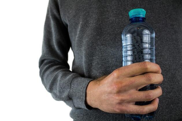 Güneş altında beklemiş damacana ve pet şişeden su içmeyin