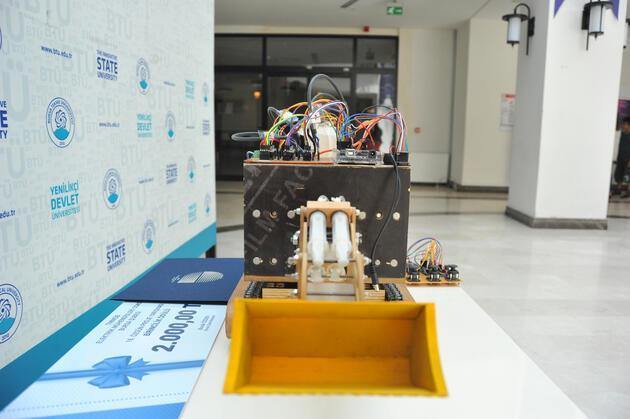 Elektrikli, uzaktan kumandalı iş makinesi projesi geliştirdi