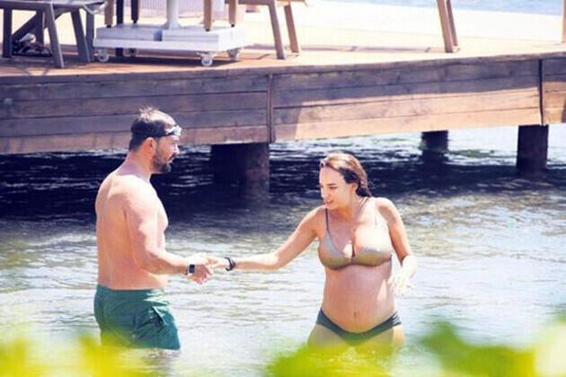 Yedi aylık hamile Seda Bakan tatilde