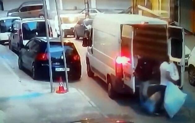 Arnavutköy'de şoke eden anlar! 8 kişi gelip iş yerini soydular...