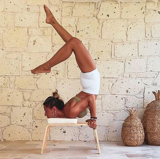 Zeynep Tokuş, yoga hareketleriyle mest etti