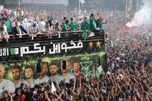 """Cezayir Milli Takımı """"Çöl Savaşçıları""""na coşkulu karşılama"""