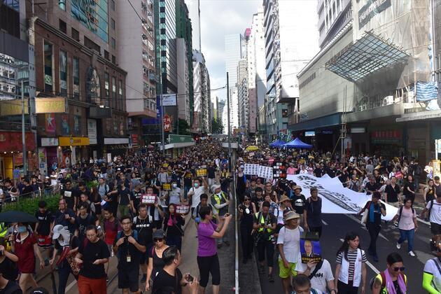 Hong Kong'da halk tekrar sokaklarda