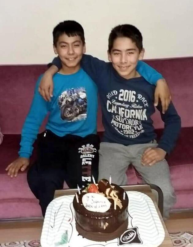 Manisa'da gölette boğulan ikizler defnedildi