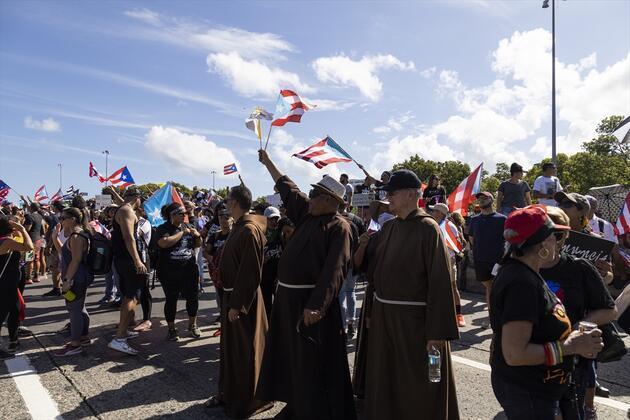 Porto Riko'da sokaklar karıştı: Ricky Martin de ülkesindeki gösterilere destek verdi