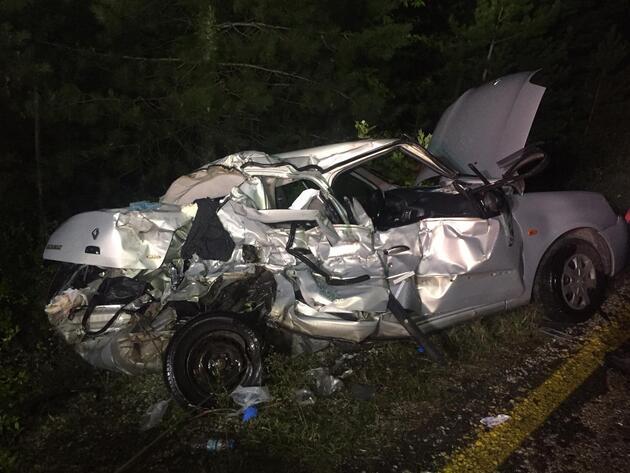 Kamyon ile otomobil çarpıştı: Anne kız öldü, baba ağır yaralı!