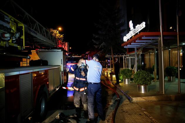 Ankara'da otelde yangın paniği: 10 kişi dumandan etkilendi