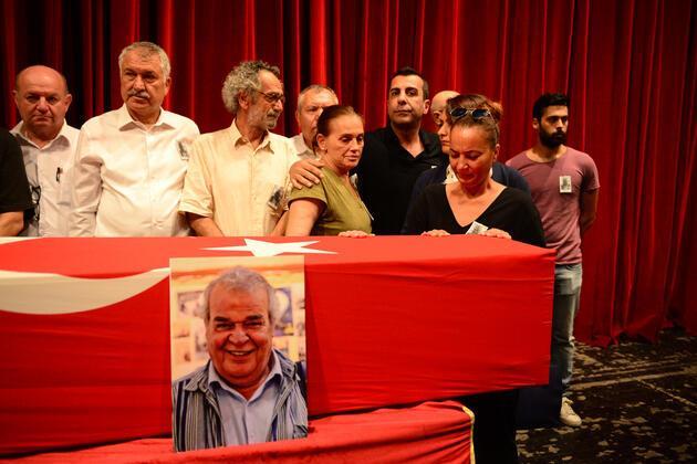 Ünlü oyuncu Cengiz Sezici, Adana'da toprağa verildi