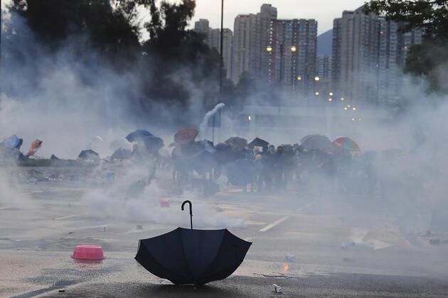 Hong Kong'da gösteriler sürüyor: 500'den fazla gözaltı