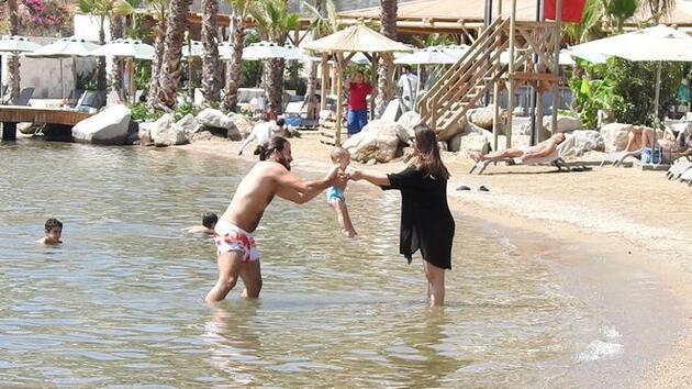 Hakan ve Gizem Hatipoğlu çiftinin kızı Lila denizle tanıştı