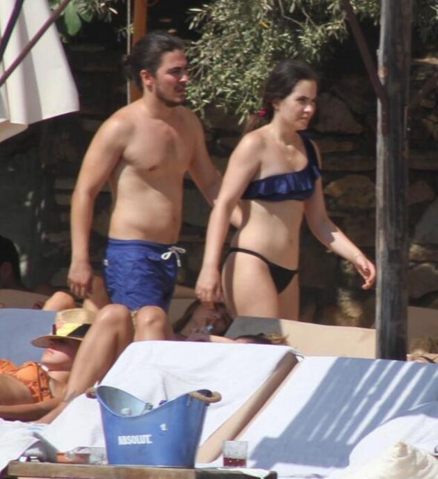 Güzel oyuncu Çeşme'de tatilde