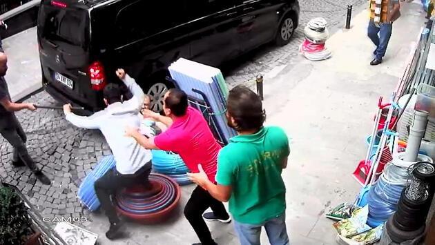 Şişli'de otel müşterisinin, çalışanı bıçaklama anları kamerada