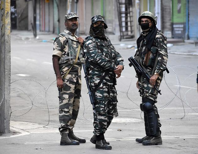 Hindistan'ın adımı tansiyonu yükselti! Keşmir'de sokağa çıkma yasağı