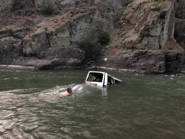 Kamyonet Çoruh Nehri'ne uçtu! Ölü ve yaralılar var