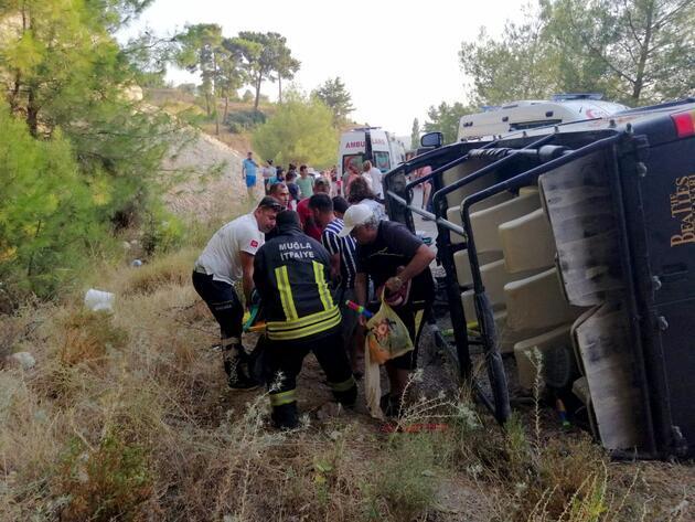 Antalya'da safari cipi devrildi: 16 yaralı