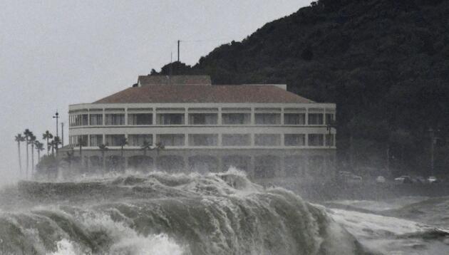 Japonya'da Krosa tayfunu: Binlerce kişi tahliye edildi