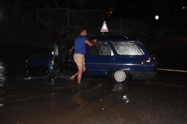 Edirne'de yağmur etkili oldu, yollar göle döndü