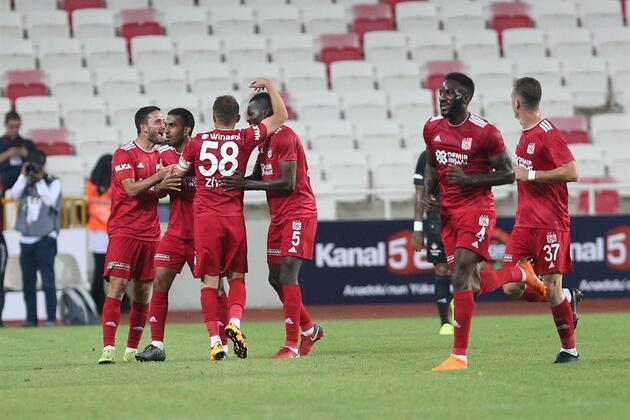 Beşiktaş Sivas'ta dağıldı