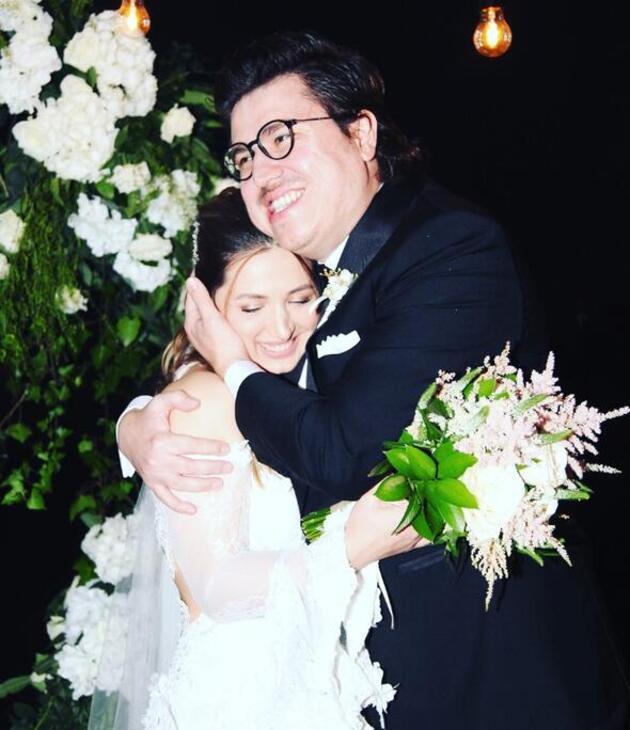 Ünlü oyuncu geçtiğimiz yıl lise aşkıyla evlenmişti! 18 yıl önce...