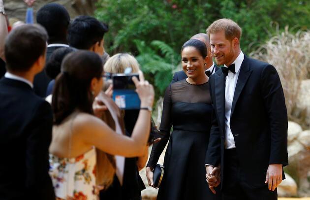 Kraliyet çifti yine eleştirilerin hedefinde: Devreye ünlü sanatçı girdi!