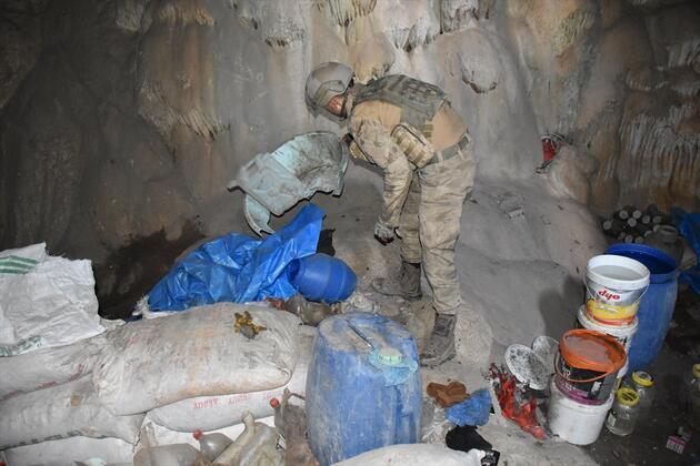 Mağarada teröristlere ait 5 ton yaşam malzemesi bulundu