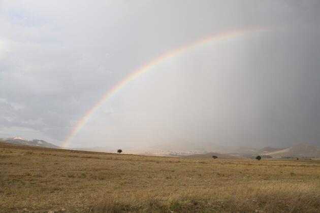 Yağmur sonrası gökkuşağı şöleni