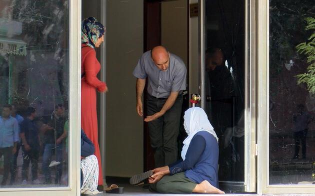 Oğlunun dağa kaçırıldığını söyleyen annenin HDP'deki eylemi sürüyor
