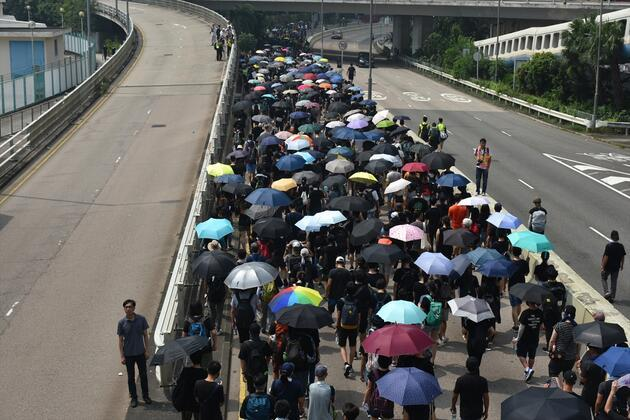 Hong Kong'da protestocular tekrar yollarda