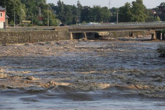 Samsun'da sağanak hayatı felç etti! İki köprü yıkıldı