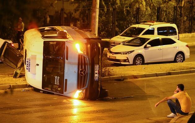 İzmir'de feci kaza: Ölü ve yaralılar var
