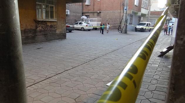 Diyarbakır'da hareketli anlar! Kurşun yağmuruna tuttular