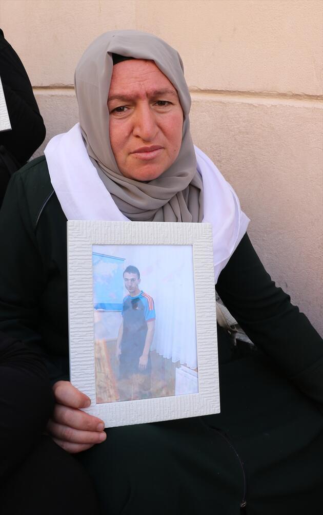 Diyarbakır'da ailelerin evlat nöbeti sürüyor: 7 gün 7 gece kucağımdan ayırmayacağım