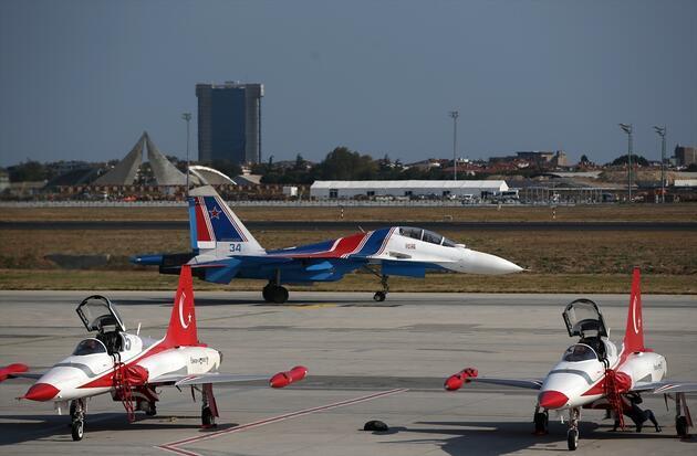 Rus pilotlardan TEKNOFEST'te nefes kesen gösteri