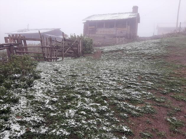 Mevsimin ilk karı düştü