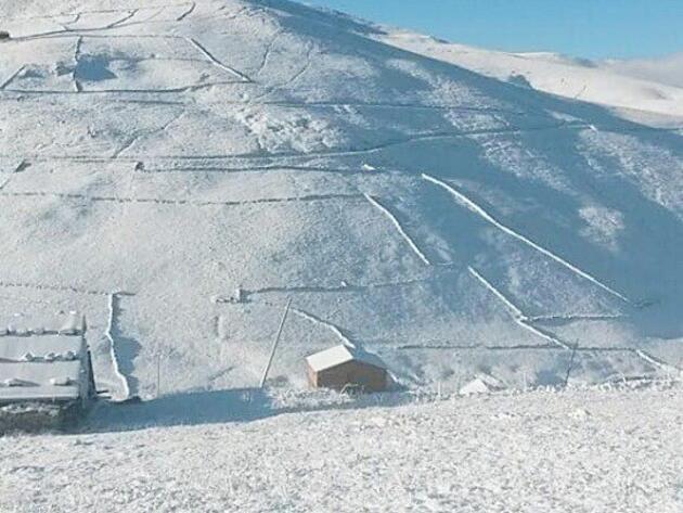 Kar yağışı yaylaları beyaza bürüdü