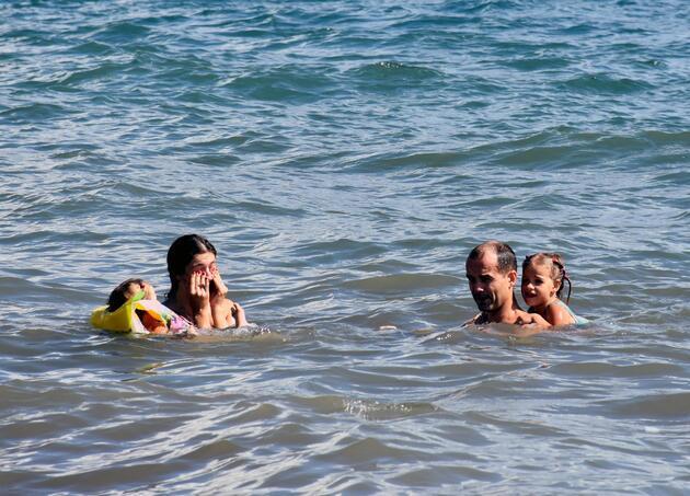 Marmaris'te Ekim ayında plajlar doldu taştı