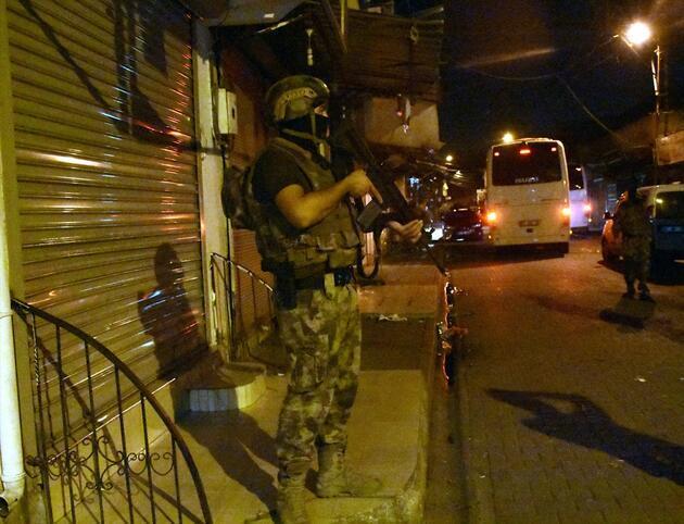 Adana'da şafak operasyonu: 74 gözaltı kararı