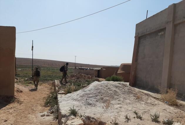 Son dakika... TelAbyad'da YPG/PKK'lılar silahlarını bırakarak kaçtı