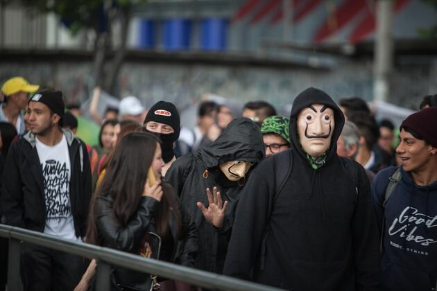 Kolombiya'da protestolar büyüyor: Öğrencilerle polisler arasında arbede