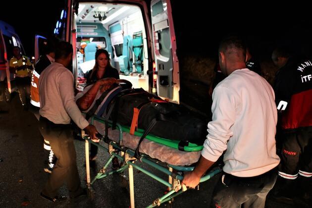 Manisa'da feci trafik kazası: 4 yaralı