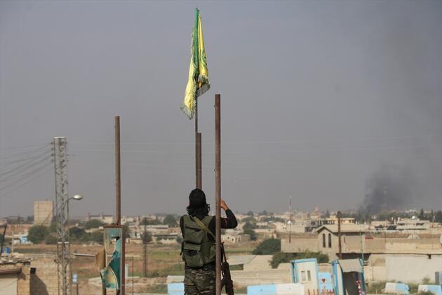 Suriye Milli Ordusu YPG/PKK'nın sözde bayraklarını indirdi