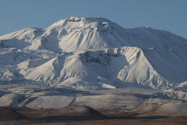Süphan Dağı beyaza büründü