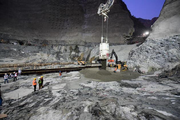 Türkiye'nin en yüksek baraj inşaatında 145 metre gövdeye ulaşıldı