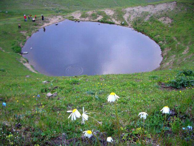 Define kazısı için DipsizGöl'ü susuz göle çevirdiler