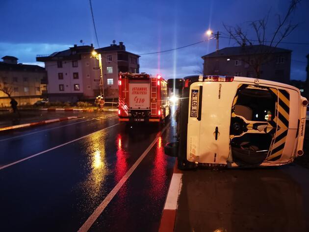 Öğrenci servisiyle otomobil çarpıştı: 4 yaralı