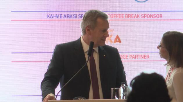 TÜSİAD'ın konferansında çeviri krizi