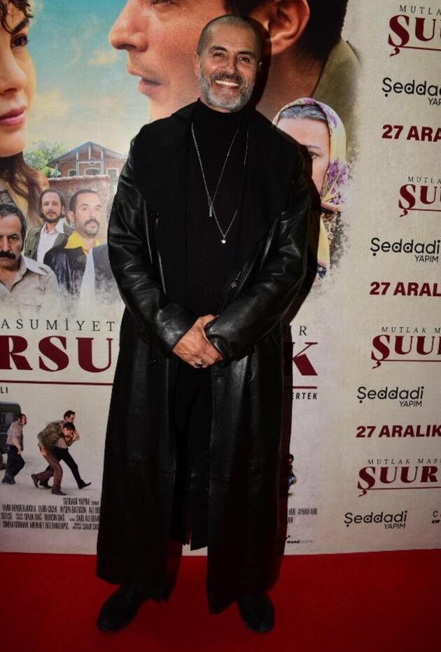 Ebru Şahin kıyafetiyle büyüledi