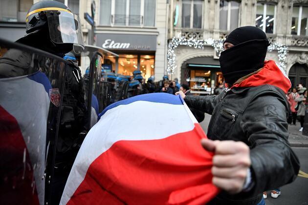 Fransa'da sokaklar yine karıştı