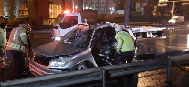TEM Otoyolu'nda feci kaza: Bariyer ok gibi saplandı!